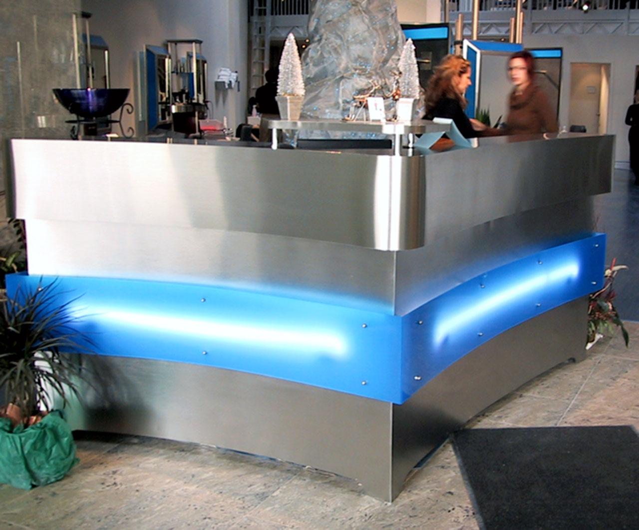 Retail-Environment-Desk
